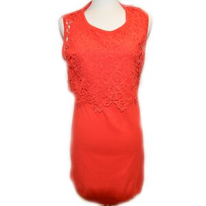 On sale pre-owned sleeveless Luisa Cerano knee length fitted dress with lace detail, in red.