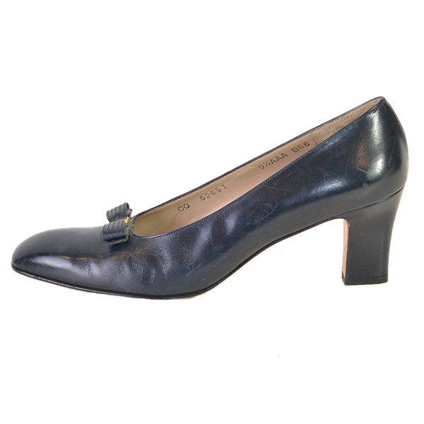 On sale pre-owned Salvatore Ferragamo Vintage Squared Toe Block Heels in navy, with matte gold-tone hardware.