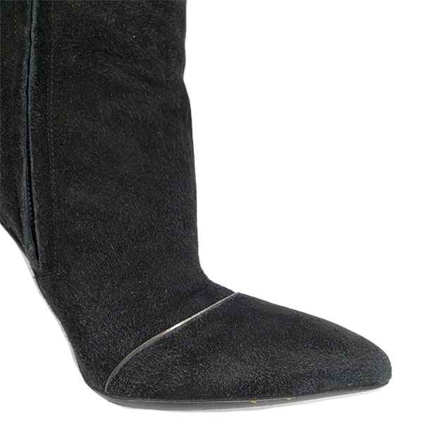 Close up front view of on sale pre-owned black Dolce & Gabbana Suede Knee-high boots, with pointed toes.