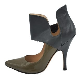 On sale pre-owned, slip-on style Jean-Michel Cazabat Two-toned Isola Collared Leather Pumps, with pointed toe.