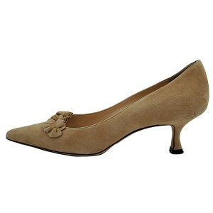 Pre-owned Manolo Blahnik Suede Kitty Heels in beige, with ruffle accent in front.