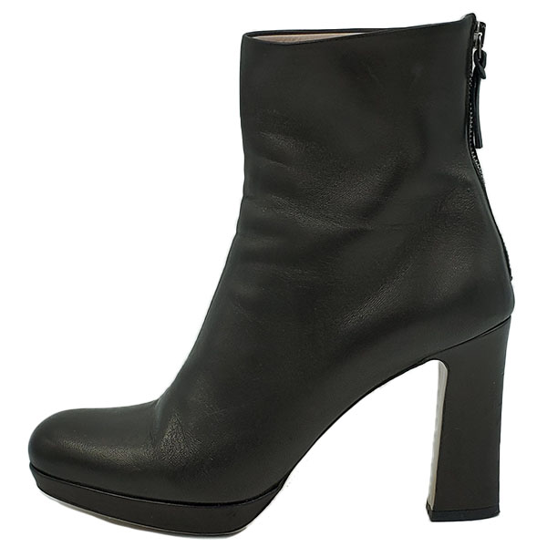 Pre-owned Miu Miu Ankle Leather Booties in black, with back zip closure.