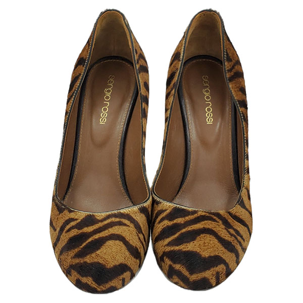 On sale pre-owned Sergio Rossi Leopard Print Pumps, with black suede skinny heels.