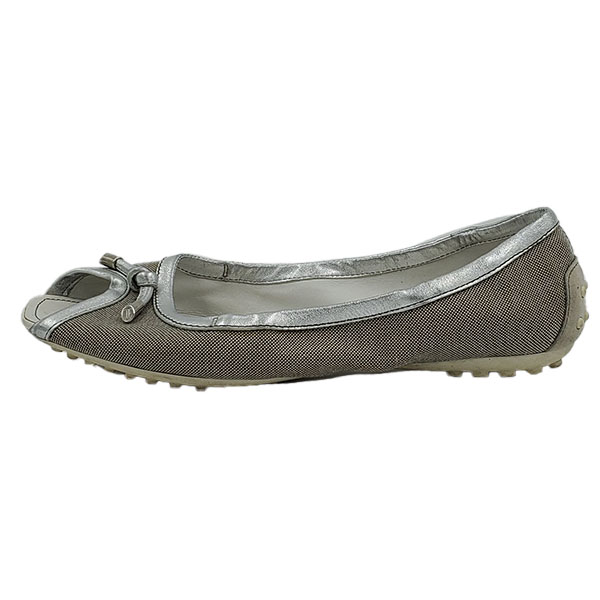 Pre-owned Tod's Canvas With Leather Trim Flats in beige and white, with bow in front.