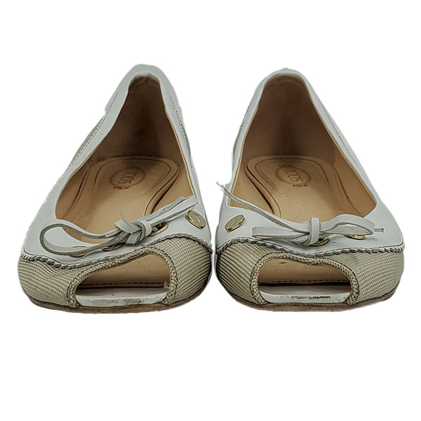 Front view of pre-owned Tod's Crisscross Slippers in off-white, with bow in front.