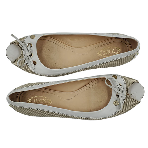 Top view of pre-owned Tod's Crisscross Slippers in off-white, with bow in front.