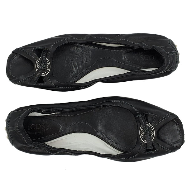 Top view of pre-owned Tod's Open-toe Leather Flats in black, with silver-tone hardware in front.