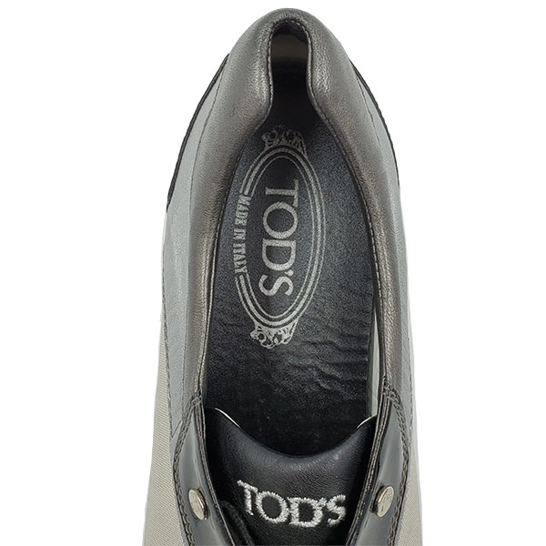 Logo of pre-owned Tod's Multi-colour Casual Shoes.