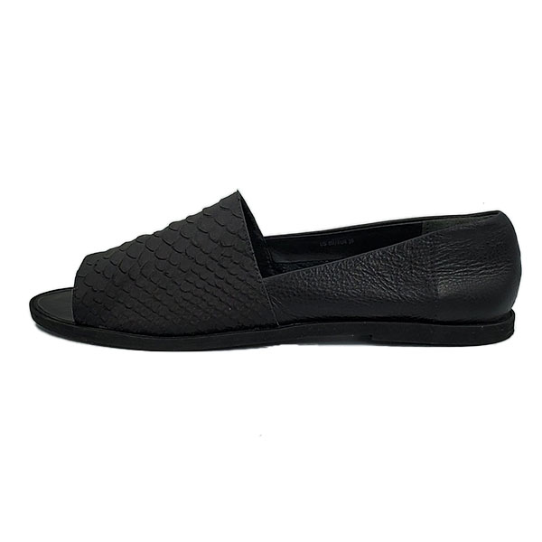 Pre-owned Vince Open-toe Slip-on Sandals in black, with embossed animal print.
