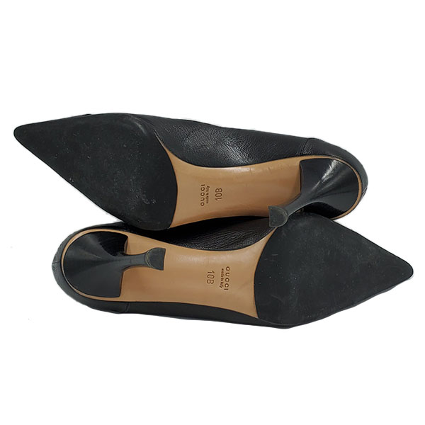 Soles of pre-owned Gucci Pointed Toe Leather Pumps in black.