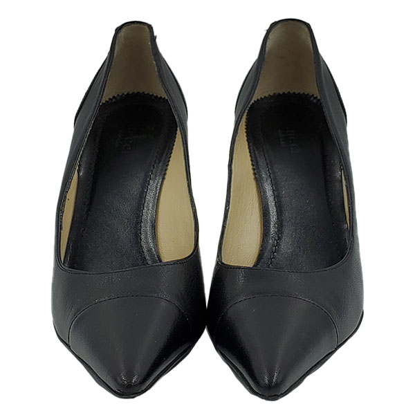 Front view of pre-owned Gucci Pointed Toe Leather Pumps in black, with pointed toe.