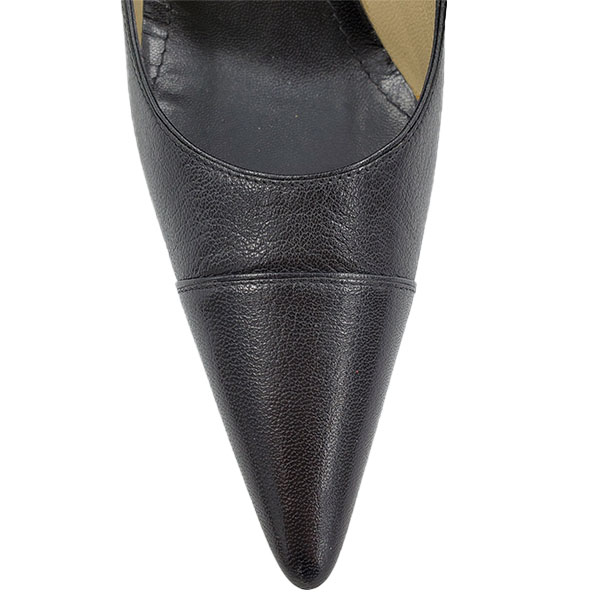 Top view of pre-owned Gucci Pointed Toe Leather Pumps in black, with pointed toe.
