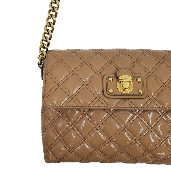Close up details of pre-owned Marc Jacob Patent Leather Quilted Single Bag.