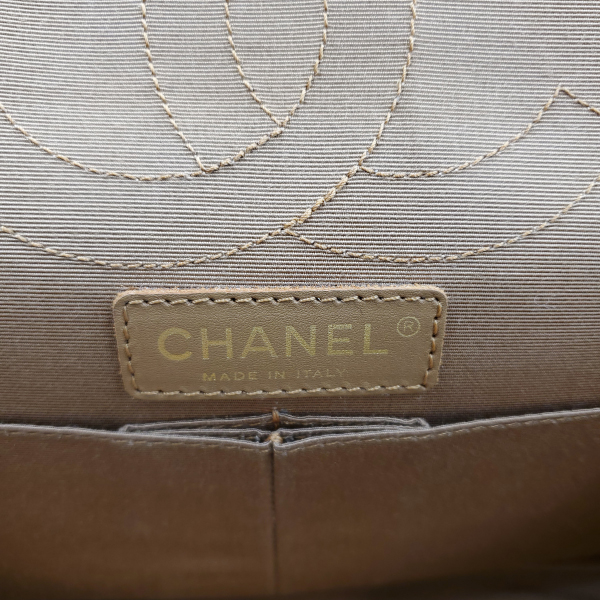 Logo of pre-owned Chanel Icing Marble Aged Leather Flap Bag.