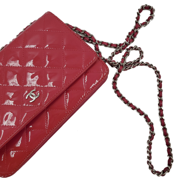 Strap of pre-owned Chanel Pink Quilted Patent Flap Wallet on Chain.