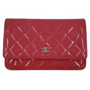 Pre-owned Chanel Pink Quilted Patent Flap Wallet on Chain, with silver hardware.