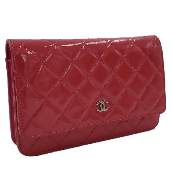 Side view of pre-owned Chanel Pink Quilted Patent Flap Wallet on Chain, with silver hardware.