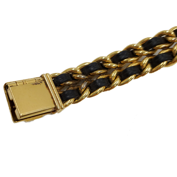 Close up strap of pre-owned Chanel Première Gold Plated Women's Wristwatch.