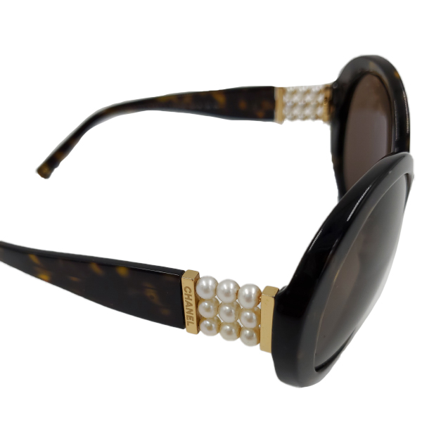 Chanel 5159-H Pearl Round Sunglasses - close up arm